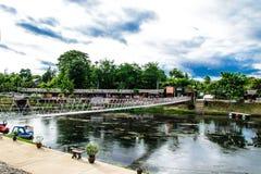 Le pont vont croix le canal Photo stock