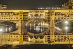 Le Ponte Vecchio (vieux pont) à Florence, Italie Image stock
