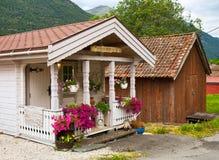 Le porche décoré des fleurs Photographie stock libre de droits