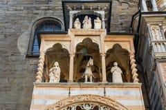 Le porche de Giovanni da Campione sur le transept gauche de la basilique de Santa Maria Maggiore à Bergame l'Italie image stock