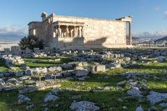 Le porche des cariatides dans l'Erechtheion à l'Acropole d'Athènes, Attique, Grèce image libre de droits