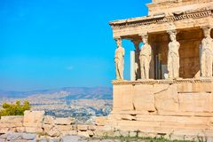 Le porche des cariatides sur l'Acropole photos libres de droits