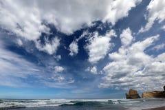 Le port Campbell de nearr de côte, grande route d'océan dans Victoria 12 apôtres s'approchent du port Campbell, grande route d'oc Images libres de droits