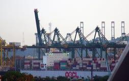 Le port de bateau de Singapour avec le chargement de cargaison photo libre de droits