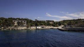 Le port de l'île Goli Otok image stock