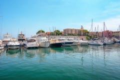 Le port de la péninsule française du Saint-Jean-chapeau-Ferrat sur t photos stock