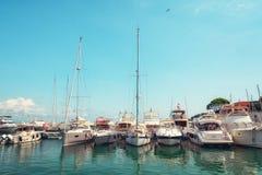 Le port de la péninsule française du Saint-Jean-chapeau-Ferrat sur t photographie stock