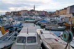 Le port pittoresque de Rovinj sur la Croatie Photographie stock libre de droits