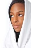 Le portarit de la jeune femme d'Afro-américain images stock