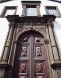 Le porte decorate della chiesa di São Pedro a Funchal una costruzione del XVII secolo storica in Madera notevole è l'architettura immagine stock