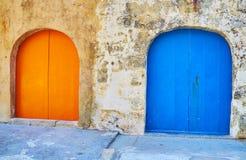 Le porte variopinte delle case di barca in San Lawrenz, Gozo, Malta immagine stock libera da diritti