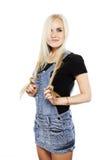 Le portrait d'une fille de sourire dans le style campagnard vêtx Image libre de droits
