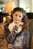 Le portrait d'une fille modeste mignonne romantique douce de dame dans le vintage vêtx photo libre de droits