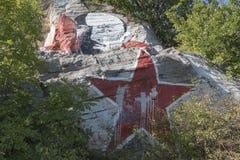 Le portrait de Lénine sali par la peinture sur la montagne Mashuk, Pyatigo Image stock