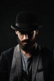 Le portrait de l'homme barbu dans un chapeau de lanceur Images libres de droits