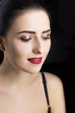 Le portrait de la fille avec font Languettes rouges Photo libre de droits