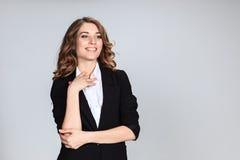Le portrait de la jeune femme avec des émotions heureuses Photos libres de droits