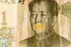 Le portrait de Mao Zedong avec la bouche s'est fermé sur le billet de banque des yuans chinois, comme symbole d'instabilité de l' Photo libre de droits