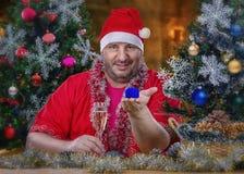 Le portrait de Santa Claus fait la proposition de mariage Photo stock