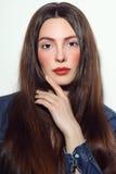 Le portrait de style de vintage de la jeune belle fille avec élégant font Photographie stock