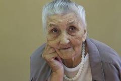 Le portrait de vieille dame photographie stock