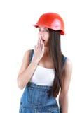 Le portrait des jeunes a étonné le constructeur féminin dans les combinaisons et le casque Photo libre de droits