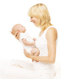 Le portrait nouveau-né de famille de mère et de bébé, Parent l'enfant nouveau-né Images libres de droits