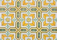 Le Portugal jaune couvre de tuiles le plan rapproché photo stock