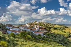 Le Portugal, le secteur d'Evora Le village vert de Monsaraz Images libres de droits