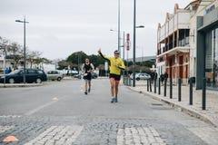 Le Portugal, Sétubal, le 8 avril 2018 : Concours de triathlon Les triathlonists professionnels participent à la concurrence étape photos stock