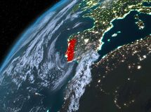 Le Portugal sur terre de planète dans l'espace la nuit Photos stock