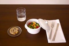 Le pot avec chickien et des légumes photo libre de droits