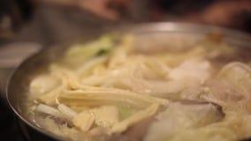 Le pot chaud traditionnel du ` s de Taïwan, pot chaud de licorne, table sauces le pot chaud, restaurant spécial de goût clips vidéos