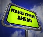 Le poteau indicateur de difficultés en avant signifie des difficultés et des difficultés dures Photo libre de droits