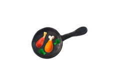 Le poulet a fait frire dans le modèle de casserole de l'argile japonais Photos libres de droits