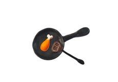 Le poulet a fait frire dans le modèle de casserole de l'argile japonais Photo stock