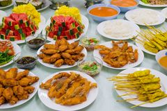 Le poulet frit supérieur de Tableau de variété de nourriture a fait frire la papaye de porc rôtie par poissons Photos libres de droits
