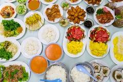 Le poulet frit supérieur de Tableau de variété de nourriture a fait frire la papaye de porc rôtie par poissons Photographie stock libre de droits