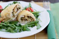 Le poulet roule avec des légumes Photo libre de droits