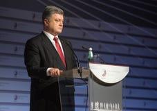 Le président de l'Ukraine Petro Poroshenko parle au sommet de Photo stock