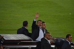 Le Président Mohamed Morsy saluant le public Image stock