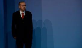 Le Président turc Recep Tayyip Erdogan souhaite la bienvenue à des participants du 25ème sommet d'anniversaire de la coopération  Photo stock
