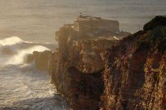 Le Praia de vagues de XXL font Norte Nazare Portugal Photographie stock libre de droits