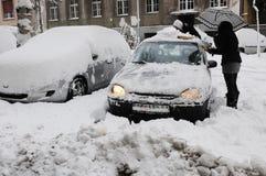 Le precipitazioni nevose massicce inattese hanno paralizzato la città Fotografie Stock Libere da Diritti