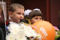 Le premier appel 1er septembre, jour de la connaissance à l'école russe Jour de la connaissance Premier jour d'école Photos stock