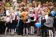 Le premier appel 1er septembre, jour de la connaissance à l'école russe Jour de la connaissance Premier jour d'école Images stock