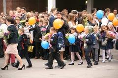 Le premier appel 1er septembre, jour de la connaissance à l'école russe Jour de la connaissance Premier jour d'école Image libre de droits