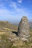 Le premier cairn de montagne, sanglier est tombé Photo libre de droits
