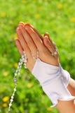 Le premier rosaire de communion sainte Images libres de droits