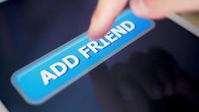Le pressing de tir de plan rapproché ajoutent le bouton d'ami sur la tablette d'écran tactile banque de vidéos